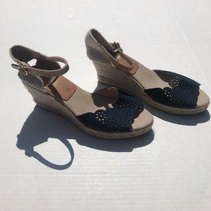 NWOT Kanna Spain Blue Scalloped Suede Wedge Sandal